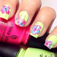 Different flowerfull nail